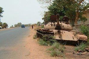Bissau_-_Abandoned_tank-p1.jpg