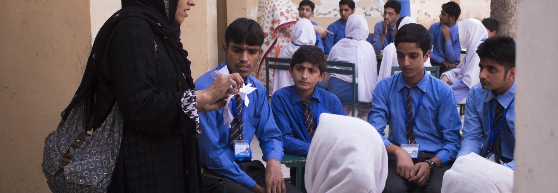 DaniaAli_MG_3231_AwareGirls_PeshawarPakistan_Sept15 (1).jpg