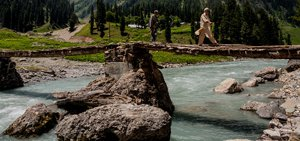 kashmir-valley-river-13938240189-p.jpg