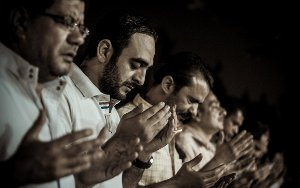 men-praying-7786115778-300w.jpg