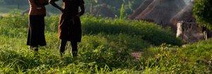 nigiera-girls-rural-mobile-phone-8404281015-p.jpg