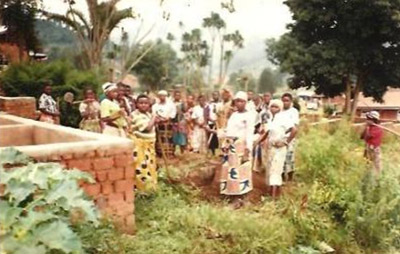 Solidarity group of female ex-combatants and other women from the community busy producing natural compost for their agricultural activities performed to support their socioeconomic reinsertion in Lubero.