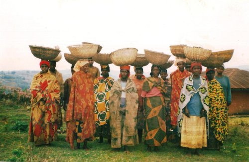 A group of rural women supported by Bangwe et Dialogue in the commune of Mukike