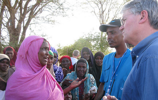 A Somali women talks to UK Development Minister, Andrew Mitchel;