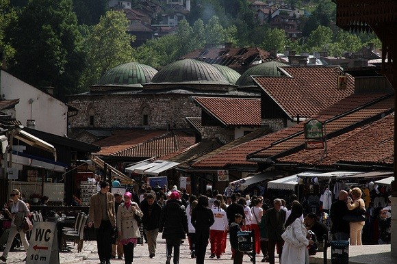 As Sarajevo recovers from the horros of war, it is playing host to a number of vibrant initiatives supporting peace and reconciliation. Image credit: Andreas Lehner.
