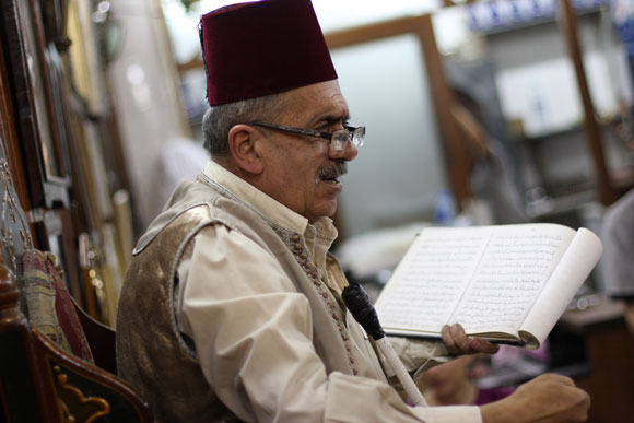 A professional Syrian storyteller. Image credit: yeowatzup
