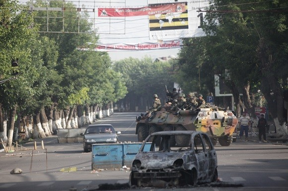Violent rioting in the southern city of Osh in 2010, pictured here, killed more than 400 people. Image credit: Inga Sikorskaya.