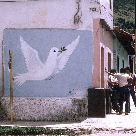 A mural from Colombia in 1985 calls for peace. 31 years later, is this now a reality? Image credit: The Real Estreya