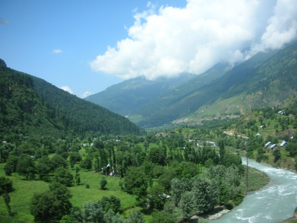 The Kashmir Valley, a place of tense relations. Image credit: taNvir kohli